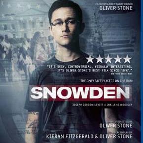 0405 - Snowden (Blu-ray) Dansk Tekst - I FOLIE  Snowden  Edward Snowden startede sin karriere som hackerspecialist og blev som blot 22-årig ansat som sikkerhedskonsulent ved CIA. I 2013 lækkede Snowden tusindvis af fortrolige CIA-dokumenter til The Guardian og The Washington Post og afslørede, at USA og Storbritannien foretog tophemmelige overvågninger af privatpersoner, politikere og firmaer i hele verden.   Konspirationstossen Oliver Stones instruerer denne spændingsfilm om Edward Snowden (Joseph Gordon-Levitt),. En nervepirrende skildring af de (mere eller mindre) virkelige hændelser, der ledte frem til at Snowden måtte forlade sin kæreste og sit hjemland og samtidig verdens mest eftersøgte mand.  Tekst fra pressemateriale