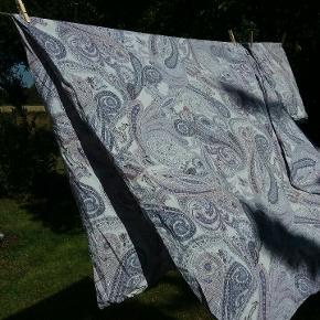 Paisley-mønstret sengeset, til enkelsæng, i 100% bomuld. Ingen huller eller pletter.