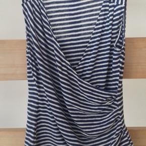 Romantisk Banana Republic bluse. Blå/hvid stribet.