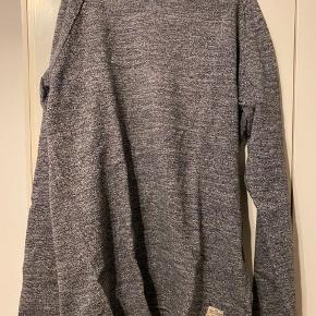 Sælger denne trøje fra Jack&Jones for min kæreste, da han ikke bruger den. Byd endelig.