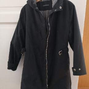 Super fin sports jakke fra søstjernen med fleece for. Rigtig god stand. Str. 3...passede min pige da hun var 6-7 år. Jeg har 2 ens jakker.