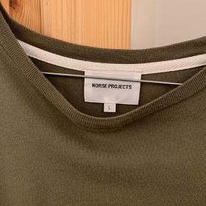 Langærmet T-Shirt fra Norse Projects str. L. er som ny.  Nypris 500 kr.