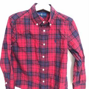Varetype: Skjorte Størrelse: 6år Farve: Multi Prisen angivet er inklusiv forsendelse.