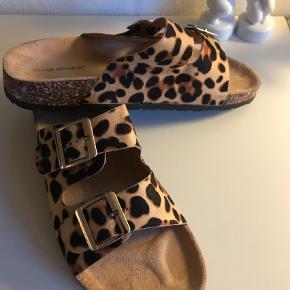 Brand: Ideal shoes Varetype: Sandaler Farve: Leopard Oprindelig købspris: 400 kr.  Sidder rigtig godt på foden.