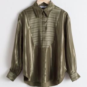 Lækker bluse 🍇 obs: str 38 65 % viskose og 34 % polyester og 1 % linen