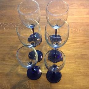 Luminarc, koboltblå. 4 rødvin og 2 hvidvin Prisen er for alle 6 glas. Stk. Pris er 20,00 kr.
