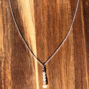 Smuk håndlavede perle halskæde med sølvkæde💕kan også fåes med guldkæde✨ kan også sendes med postnord som brev for 10kr