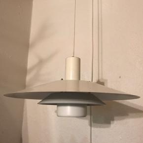 Pæn og velholdt PH-lignende lampe sælges, da jeg har købt en anden. Jeg er åben overfor bud.