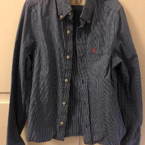 83e40b5c87e Varetype: Skjorte Størrelse: 12år Farve: Blå Prisen angivet er inklusiv  forsendelse.
