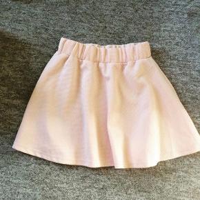 Fin nederdel fra Outfitters Nation Aldrig brugt Str. Xs/152 Pris: 40 kr🌸