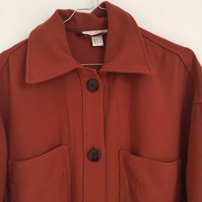 lang oversize jakke fra hm concious  brugt men i super god stand!   nypris: 699k fastpris: 100 kr