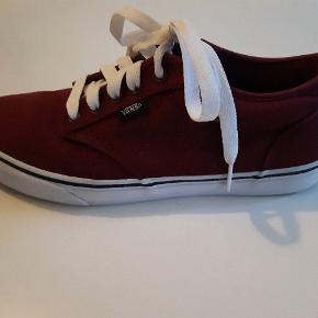 Sneakers fra Vans. Nypris: 550,-