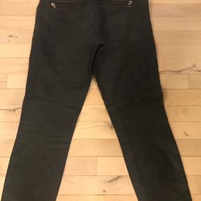 Cambio jeans model Philia zip, str. 38 med strecht. Kun brugt få gange. Nypris 1300