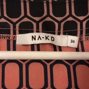 Superfin maxi-kjole fra na-kd. 😃Rustrød med sorte kanter og mønster. Aldrig brugt