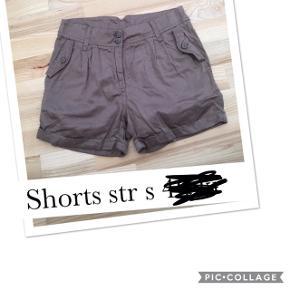 Shorts str s. Pris 40 kr pp med dao