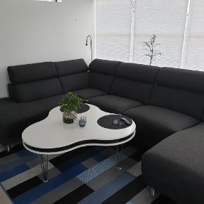 4 måneder gammel sofa. Købt i Dan bo møbler.  Kvittering haves. Skal afhentes i Ribe. L: 340 cm B: 220 cm B: 150 cm ( chaiselong)