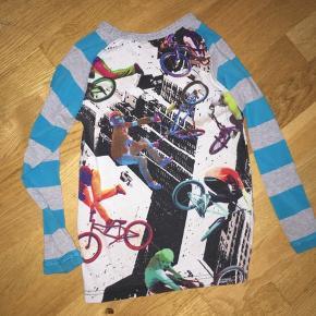 Biker T-shirt i rigtig fin stand. Ingen huller. Ingen pletter. Fra røgfrit hjem. Sender desværre ikke.