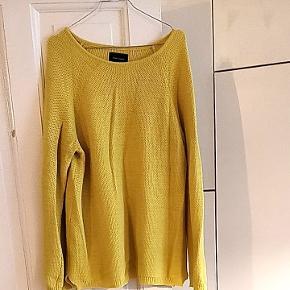 Lækker oversize sweater i en frisk farve her i vintermørket💛