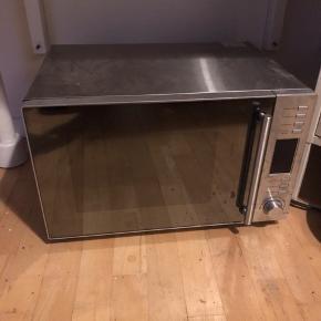 Kombi-ovn i god stand.  Sælges på grund af flytning.   Højde: 30cm Bredde: 51cm Dybde: 36cm