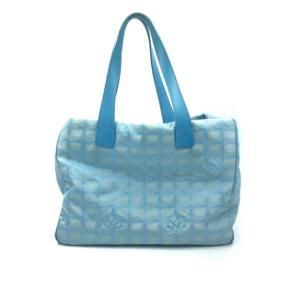 Er købt hos Luxury by Ho som forhandler vintage designer tasker.   Har mindre pletter inden i og lidt tegn på slid udenpå. Har ikke forsøgt at fjerne pletter, men det kan nok godt lade sig gøre