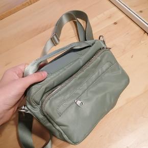 Fin taske fra Arket, stort set ikke brugt.