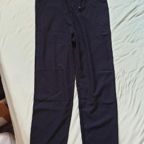 Helt nye bukser fra MTWTFSS WEEKDAY, stadig med tags. Cloud Trousers str 36 dark blue