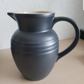 Le Creuset mælkekande i sølvgrå Højde 15 cm  0.7 L  Kan sendes mod betaling