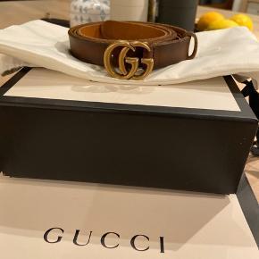 Faded Brown leather, Double G buckle. Sælges kun fordi det er blevet for stort efter et større vægttab. Brugt få gange. 2 cm bredt, og str 95 cm. Alt medfølger.