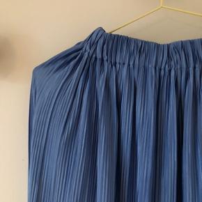 Plisseret nederdel fra Samsøe Samsøe. Nederdelen er brugt få gange og fejler intet😊