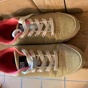 Lækre Cork sneakers str 36 fra Oill, kun brugt en enkel gang.  Købspris 500 kr  Sælges for 150 kr