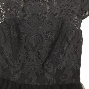 Super flot kjole, brugt få timer til Galla på efterskole.  Str er 10 UK hvilket svare til str 38 Fra ikke rygerhjem