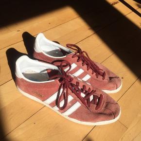 Adidas gazelle sneakers, mørk røde Str 39 Sendes eller afhentes i Århus C