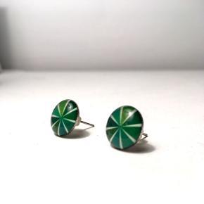 Fine grønne øreringe fra Brasilien. Brugt få gange.