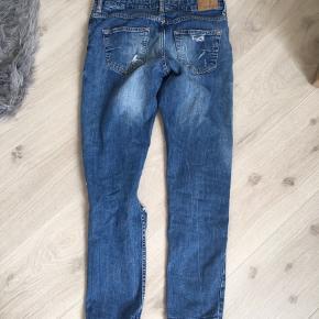 Boyfriend jeans med huller fra Gina Tricot