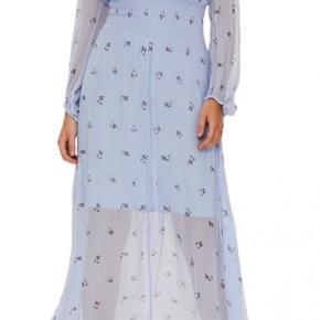 Smuk feminin kjole fra Buam Und Pferdgaten i den fineste blå farve. Den helt perfekte sommer kjole.