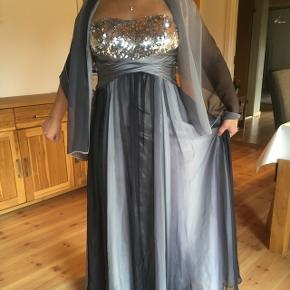 a3d51f07949 Kjole fra Tatjana Design. Så fin kjole, brugt en gang til sølvbryllup. Kom