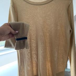 Sælger denne fine bluse, da jeg ikke får den brugt  BYD gerne
