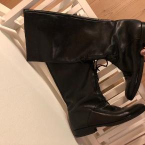 Vintage sort læder støvle.