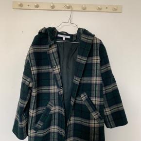 Sælger denne lækre jakke fra & otter stories. Synes ikke den virker lille i størrelsen. Jeg bruger normalt 36 og nogen gange 38 i jakker.  Mp 200,- ekskl. Fragt