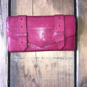 Varetype: Pung Størrelse: One size Farve: Pink Prisen angivet er inklusiv forsendelse.  Ps1 proenza schouler pung - den bærer lidt præg af brug på sin front, så skriv endelig for flere billeder.