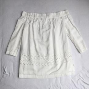 Stropløs bluse i hvid. Afhentes i Aarhus
