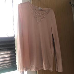 Bluse fra JDY  Str M mp 100 kr inkl fragt