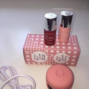 Et gel manicure kit fra Le min macaron, som er blevet brugt 2 gange. Gel manicure kittet indeholder: En gel lampe 2 gel lakker i farverne rød og lyserød Ledningen med USB-stik til gel lampen  Brugsanvisning