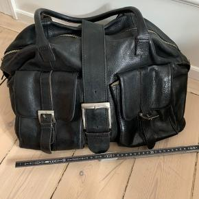 Stor rummelig lædertaske