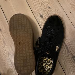 Super flotte puma sko Købt i forkerte str hvilket er grunden til salget De har været gået med i cirka 3 timer men ikke mere end det Har hverken kvit eller box da de er købt i Frankrig  Tager gerne imod bud 😊