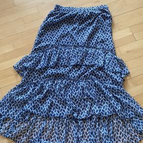 Super fin h&m nederdel - kun brugt få gange og uden brugstegn.    Sendes med dao eller afhentes på Frederiksberg  Bytter ikke!