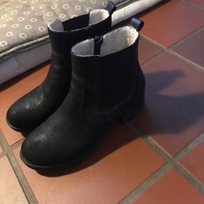 Sælger disse lækre vinterstøvler. Skoene kan sendes, men det er på købers regning. Kom med et bud!