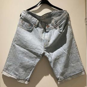 Shorts, Just Junkies, str. 33, Blå / Bleached  Meget af det tøj jeg sælger, er aldrig blevet brugt. Det har ligget pakket ned i kasser.  Skriv for mere info: 41 42 41 94  •Se mine andre annoncer•