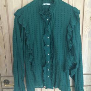 Romantisk skjorte fra IM. Den er er aldrig brugt og fremtræder derfor som ny. Dansk str. 42. NY PRIS !!!