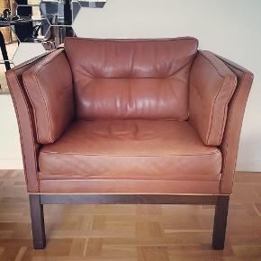 Børge Mogensen / Mogens Hansen lignende lænestol i lækkert cognacfarvet læder.  Top kvalitet og fantastisk siddekomfort.